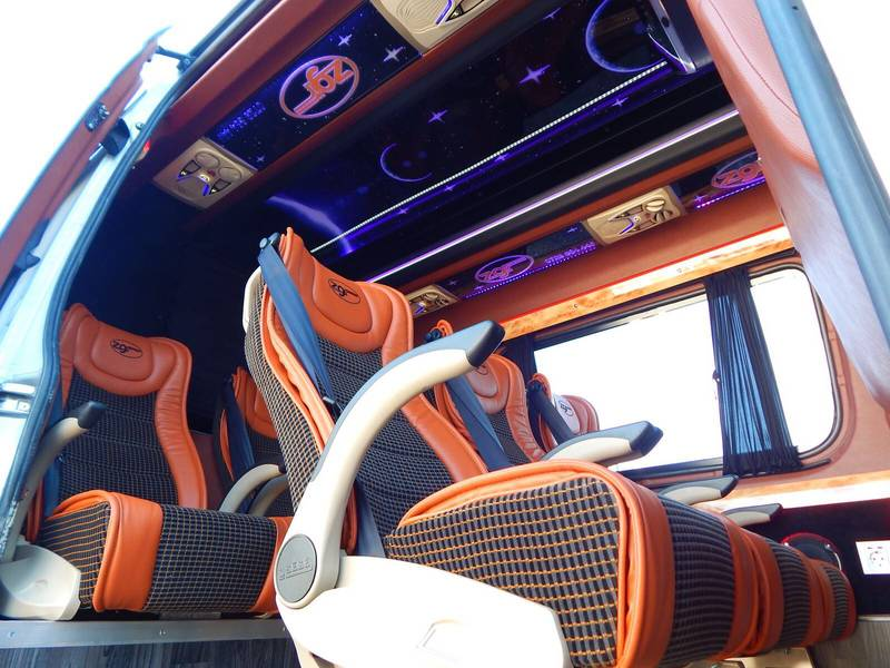 interior-custom-microbuz-transport-germania-zgr